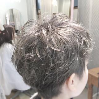 外国人風 シルバーアッシュ グレージュ ショート ヘアスタイルや髪型の写真・画像
