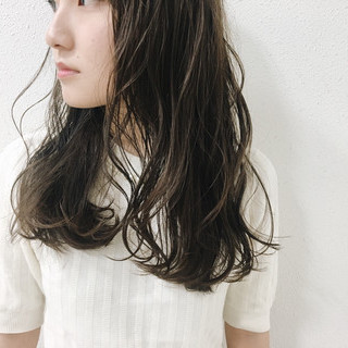 ダークアッシュ フェミニン 暗髪 グレージュ ヘアスタイルや髪型の写真・画像 ヘアスタイルや髪型の写真・画像