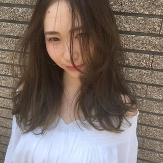 ガーリー 梅雨 セミロング 外国人風 ヘアスタイルや髪型の写真・画像