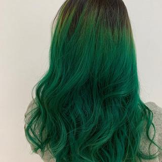 ダブルカラー 大人ロング ロング エメラルドグリーンカラー ヘアスタイルや髪型の写真・画像