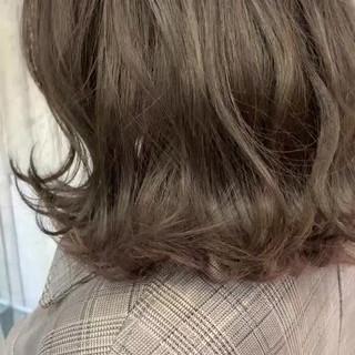 ボブ アッシュベージュ 大人かわいい 切りっぱなしボブ ヘアスタイルや髪型の写真・画像