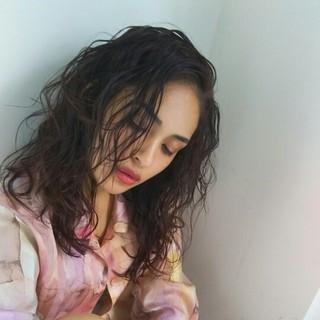 黒髪 暗髪 外国人風 パーマ ヘアスタイルや髪型の写真・画像