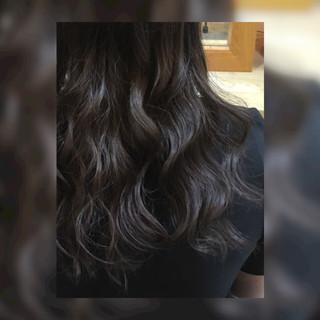 外国人風カラー セミロング ストリート グレーアッシュ ヘアスタイルや髪型の写真・画像