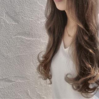 ナチュラル 大人かわいい グラデーションカラー アッシュ ヘアスタイルや髪型の写真・画像