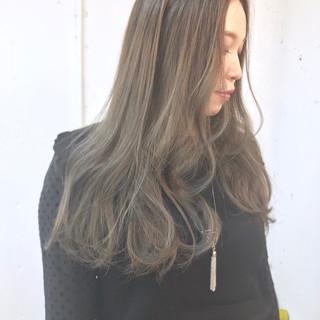 グラデーションカラー 外国人風 アッシュグレージュ ロング ヘアスタイルや髪型の写真・画像