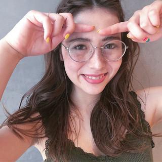 透明感 カーキアッシュ ナチュラル レイヤーカット ヘアスタイルや髪型の写真・画像 ヘアスタイルや髪型の写真・画像