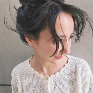 ミディアム フリンジバング ナチュラル ニュアンス ヘアスタイルや髪型の写真・画像