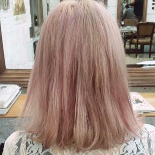 ホワイト ピンク フェミニン 外国人風 ヘアスタイルや髪型の写真・画像