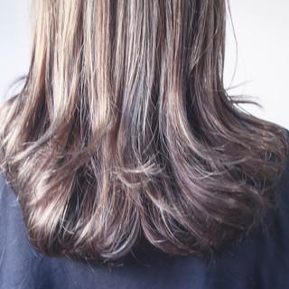 ナチュラル ロング 極細ハイライト コントラストハイライト ヘアスタイルや髪型の写真・画像