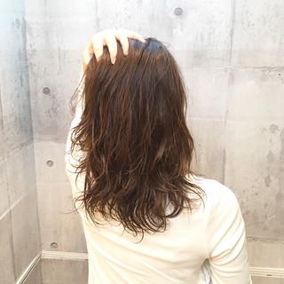 ウェーブ 外国人風カラー ミディアム ナチュラル ヘアスタイルや髪型の写真・画像