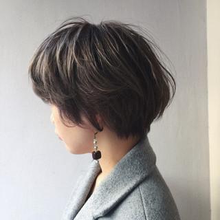 ミルクティー 外国人風カラー モード アッシュ ヘアスタイルや髪型の写真・画像 ヘアスタイルや髪型の写真・画像