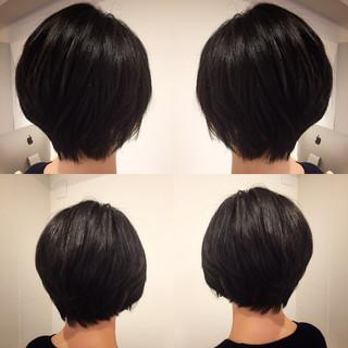 アッシュ ショート フリンジバング ナチュラル ヘアスタイルや髪型の写真・画像