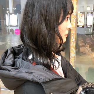 ナチュラル セミロング オリーブアッシュ カーキアッシュ ヘアスタイルや髪型の写真・画像