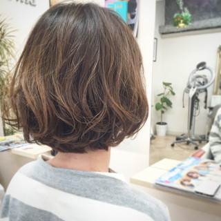 パーマ ナチュラル 外国人風 ボブ ヘアスタイルや髪型の写真・画像 ヘアスタイルや髪型の写真・画像