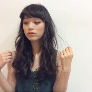 セミロング ナチュラル ゆるふわ 透明感 ヘアスタイルや髪型の写真・画像