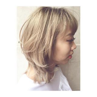 ミルクティーベージュ ミディアム 大人かわいい レイヤーカット ヘアスタイルや髪型の写真・画像