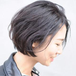パーマ スポーツ ナチュラル 黒髪 ヘアスタイルや髪型の写真・画像