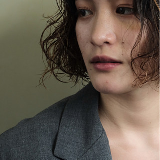 ウェーブ オフィス 外国人風 ナチュラル ヘアスタイルや髪型の写真・画像 ヘアスタイルや髪型の写真・画像