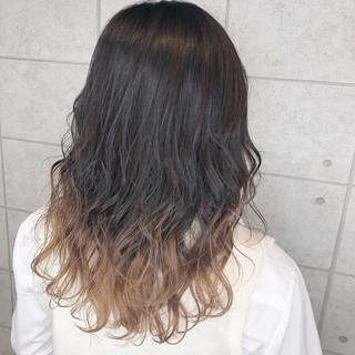 ミルクティーベージュ グラデーションカラー アッシュベージュ ガーリー ヘアスタイルや髪型の写真・画像