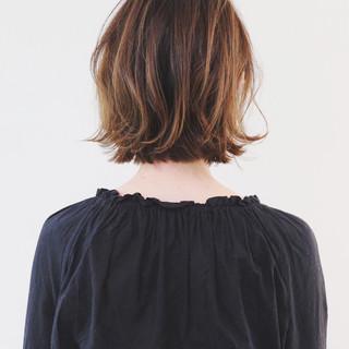 ベージュ ボブ 切りっぱなしボブ レイヤーカット ヘアスタイルや髪型の写真・画像