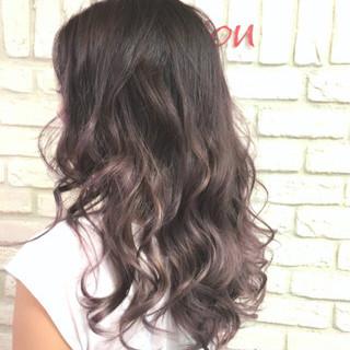 バイオレットアッシュ ロング 大人女子 外国人風カラー ヘアスタイルや髪型の写真・画像