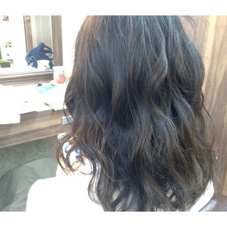 暗髪 外国人風 フェミニン グラデーションカラー ヘアスタイルや髪型の写真・画像