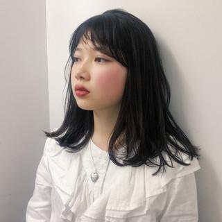 ミディアムヘアー ナチュラル ミディアムレイヤー アンニュイほつれヘア ヘアスタイルや髪型の写真・画像