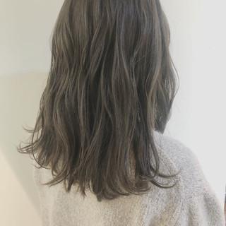 ヘアアレンジ セミロング 大人かわいい アンニュイほつれヘア ヘアスタイルや髪型の写真・画像