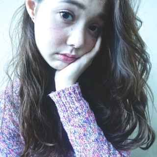 フェミニン 暗髪 グラデーションカラー ロング ヘアスタイルや髪型の写真・画像
