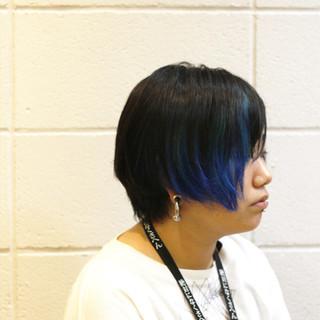 前下がり アシメバング インナーカラー ショート ヘアスタイルや髪型の写真・画像
