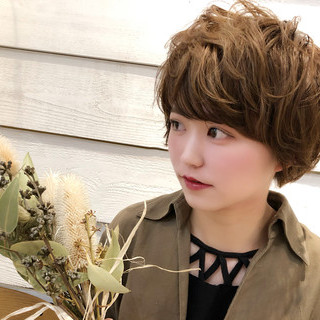 ベージュ ナチュラル ショート 大人かわいい ヘアスタイルや髪型の写真・画像 ヘアスタイルや髪型の写真・画像