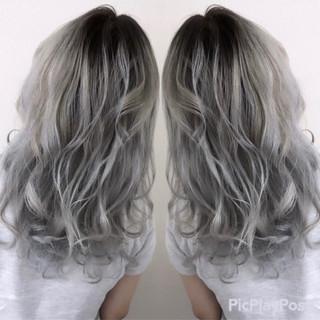 シルバー セミロング ホワイトカラー 外国人風カラー ヘアスタイルや髪型の写真・画像