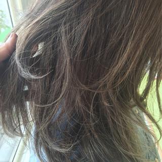 グラデーションカラー 外国人風 ハイライト 暗髪 ヘアスタイルや髪型の写真・画像