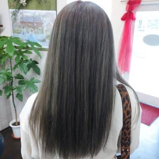 ナチュラル アッシュベージュ アッシュ セミロング ヘアスタイルや髪型の写真・画像