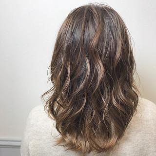 グラデーションカラー フェミニン 透明感カラー お洒落 ヘアスタイルや髪型の写真・画像