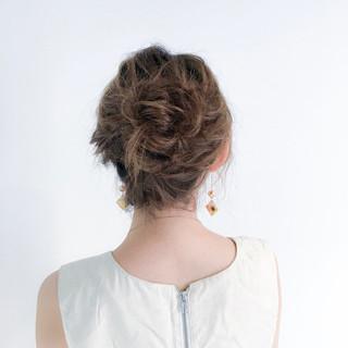 お団子 セミロング ルーズ ナチュラル ヘアスタイルや髪型の写真・画像 ヘアスタイルや髪型の写真・画像