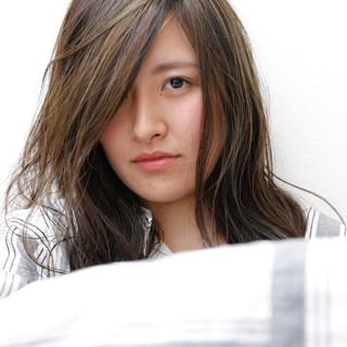 ハイライト 外国人風 ロング リラックス ヘアスタイルや髪型の写真・画像
