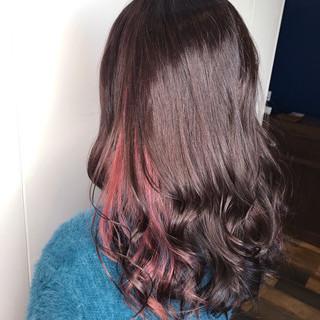 バレイヤージュ インナーカラー インナーカラー赤 ロング ヘアスタイルや髪型の写真・画像