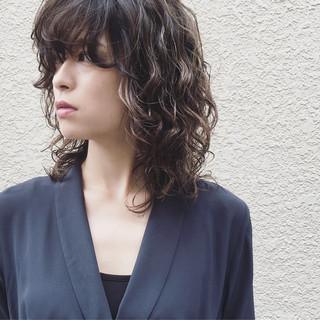 パーマ アンニュイ ウルフカット マッシュ ヘアスタイルや髪型の写真・画像