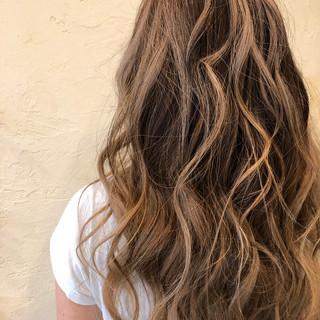 大人ハイライト ストリート バレイヤージュ ロング ヘアスタイルや髪型の写真・画像