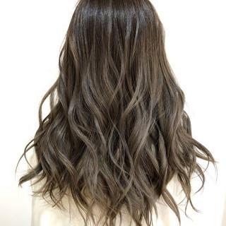 グレージュ フェミニン ハイライト ブリーチ ヘアスタイルや髪型の写真・画像