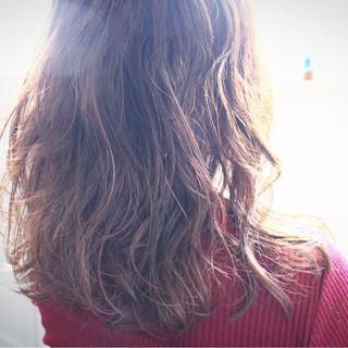 外国人風 パーマ フェミニン ナチュラル ヘアスタイルや髪型の写真・画像