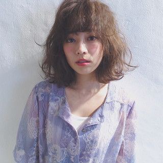 フリンジバング フェミニン 前髪あり アッシュ ヘアスタイルや髪型の写真・画像