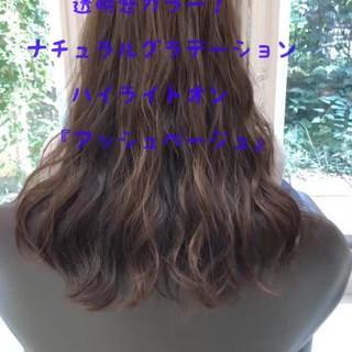 フェミニン アッシュベージュ 透明感カラー ロング ヘアスタイルや髪型の写真・画像
