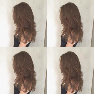 グレージュ ロング イルミナカラー ガーリー ヘアスタイルや髪型の写真・画像