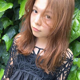 セミロング リラックス フェミニン ナチュラル ヘアスタイルや髪型の写真・画像