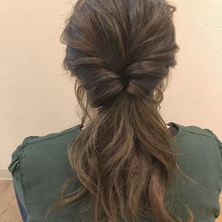 アッシュ ナチュラル アンニュイほつれヘア 簡単ヘアアレンジ ヘアスタイルや髪型の写真・画像