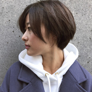 ショートヘア 小顔ショート ナチュラル オフィス ヘアスタイルや髪型の写真・画像