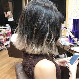 フェミニン アッシュ 切りっぱなし グレージュ ヘアスタイルや髪型の写真・画像