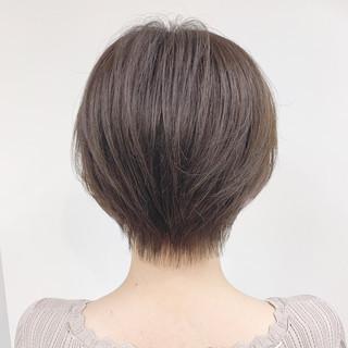 ナチュラル パーマ オフィス ショート ヘアスタイルや髪型の写真・画像 ヘアスタイルや髪型の写真・画像